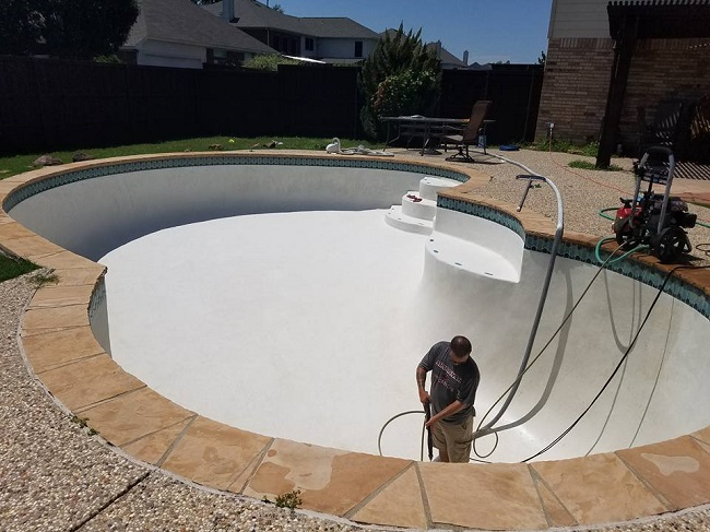 3 Signs Your Pool Needs New Plaster