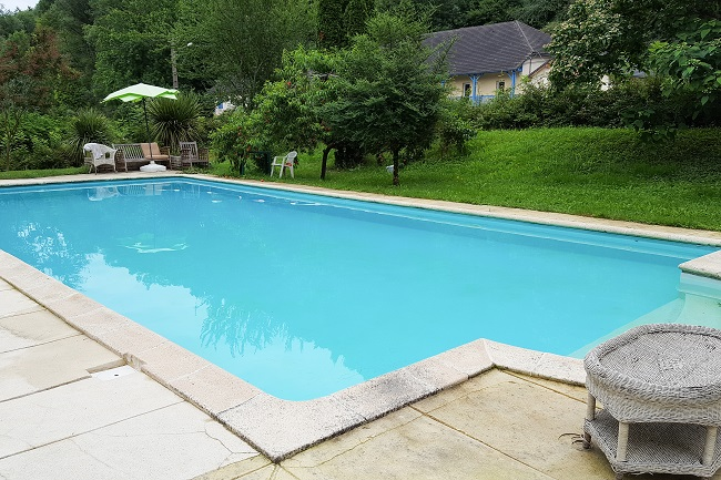 3 Tips for Restoring an Old Swimming Pool
