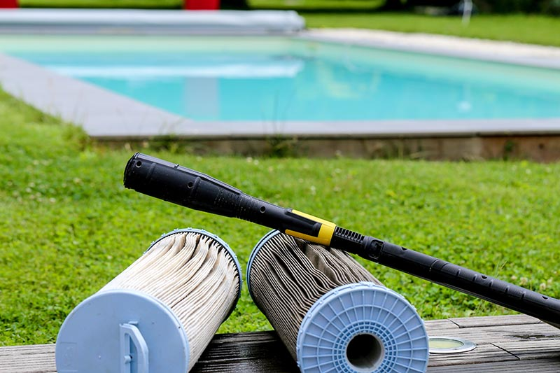 2 Reasons To Make Sure Your Pool's Filter Is Properly Cared For